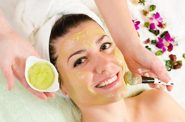 pielęgnacja skóry twarzy /© Photogenica