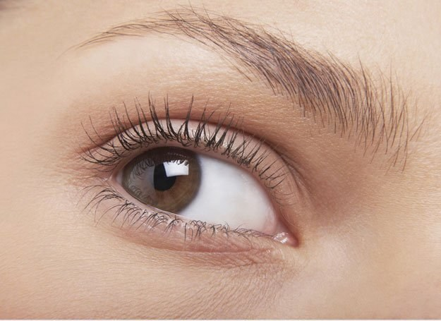Pielęgnacja skóry wokół oczu to trudne zadanie /© Panthermedia