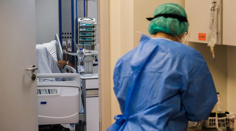 Pielęgniarka w jednym z krakowskich szpitali; zdj. ilustracyjne / Omar Marques /Getty Images