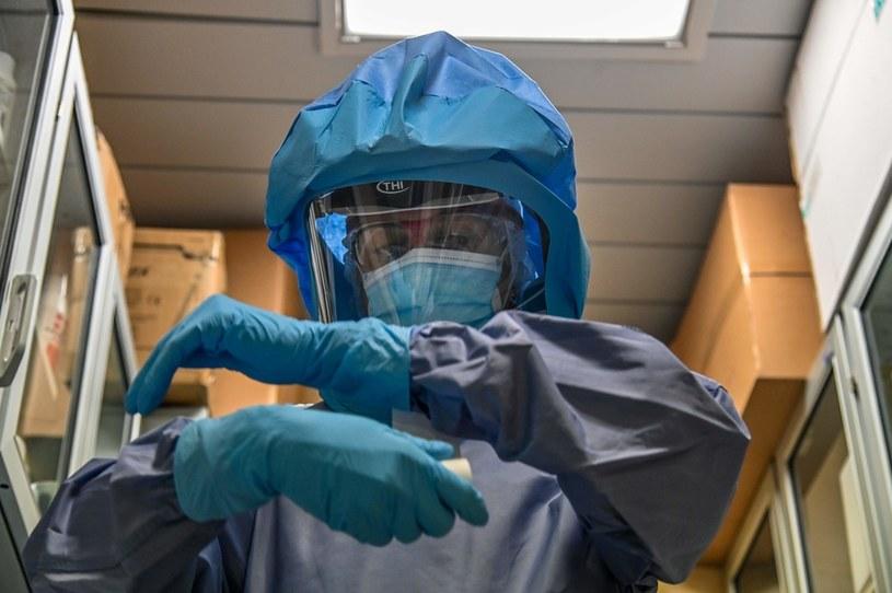 Pielęgniarka w szpitalu covidowym w Rzymie /AFP ANDREAS SOLARO /AFP