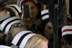 Pielęgniarki chcą wejść do Sejmu. Przepychanki przed drzwiami
