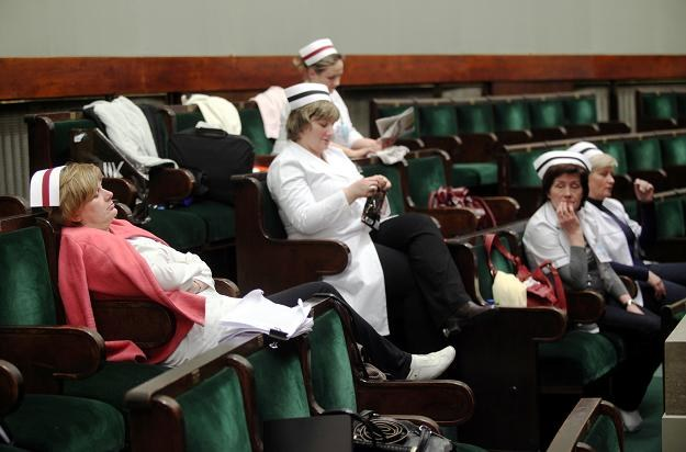 Pielęgniarki na sejmowej galerii, fot. T. Gzell /PAP