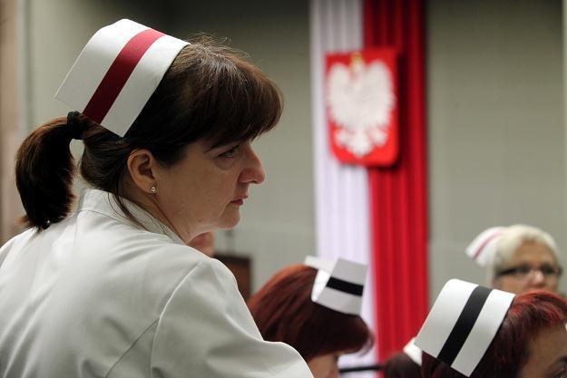 Pielęgniarki obawiają się, że dyrektorzy szpitali będą wymuszać formy zatrudnienia. Fot. T. Gzell /PAP