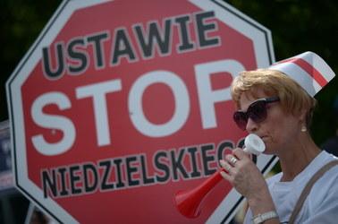 Pielęgniarki protestują przed Sejmem. Domagają się podwyżek
