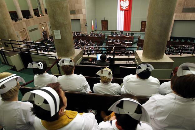 Pielęgniarki w loży dla gości podczas posiedzenia Sejmu /fot. Radek Pietruszka /PAP