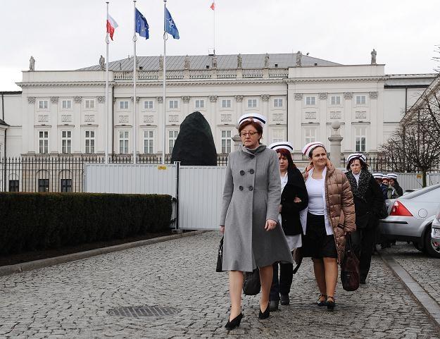 Pielęgniarki wracają z Pałacu Prezydenckiego po spotkaniu z Anną Komorowską, fot. J. Turczyk /PAP
