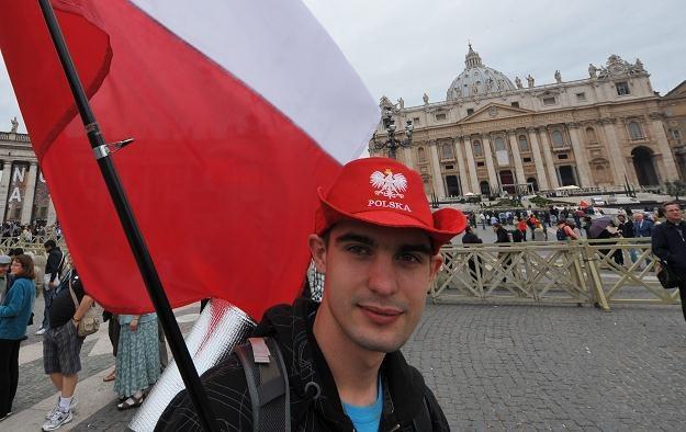 Pielgrzym z Polski na placu św. Piotra /AFP
