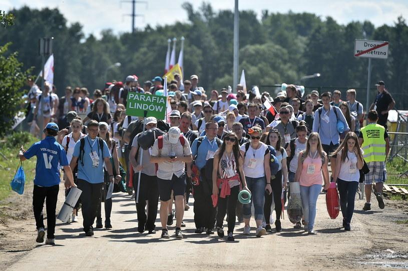 Pielgrzymi gromadzą się na Campusie Misericordiae w Brzegach /Maciej Kulczyński /PAP