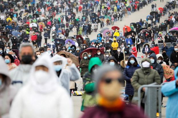 Pielgrzymi na uroczystościach w Fatimie /PAULO NOVAIS /PAP/EPA