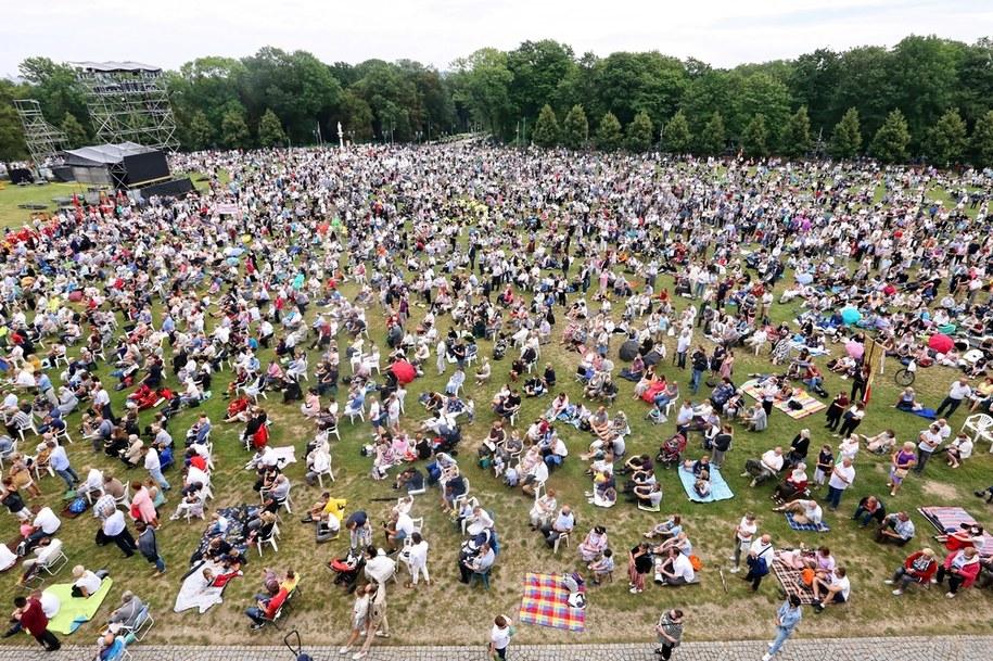 Pielgrzymi podczas uroczystości Wniebowzięcia Najświętszej Marii Panny, 15 bm. na Jasnej Górze /Waldemar Deska /PAP