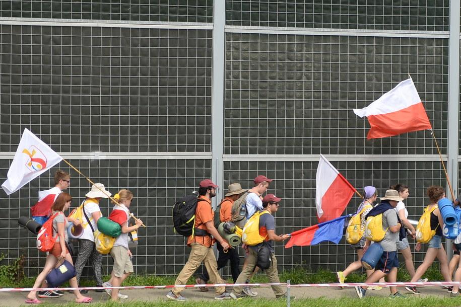 Pielgrzymi w drodze z Krakowa do Brzegów /Darek Delmanowicz /PAP