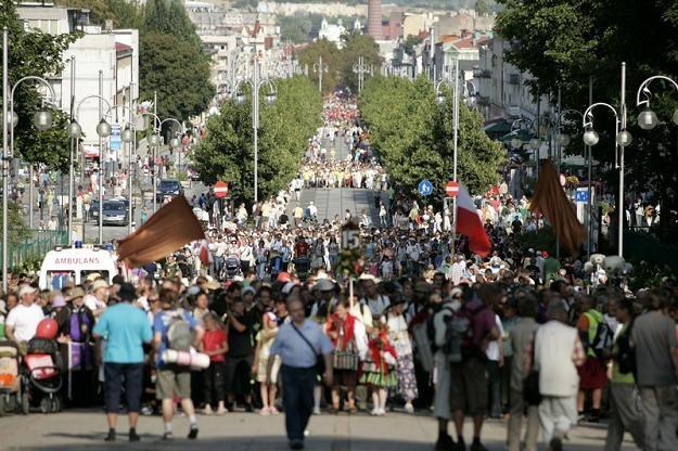 Pielgrzymki zmierzające na Jasną Górę, fot. M. Barczyński /Agencja SE/East News