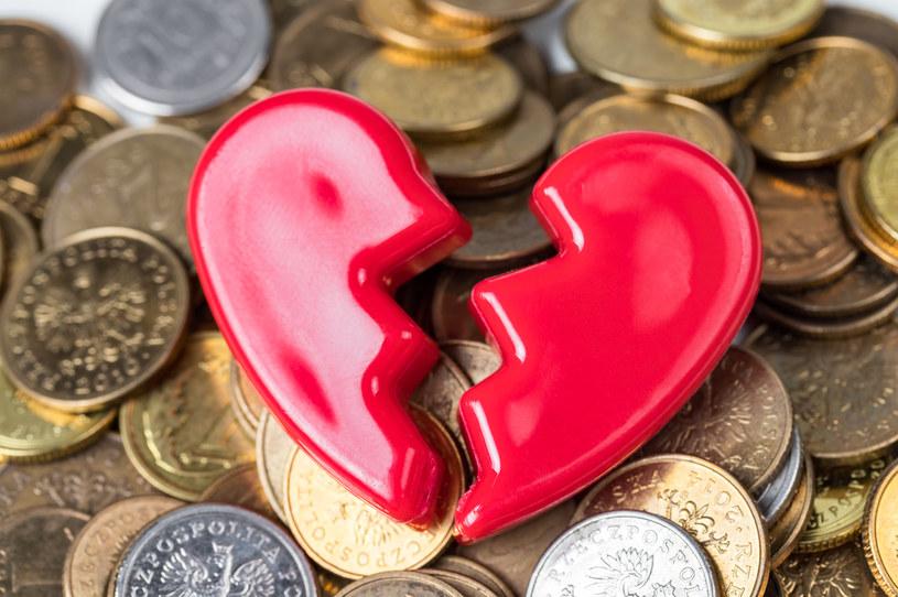 Pieniądze i miłość czasem nie idą w parze /123RF/PICSEL