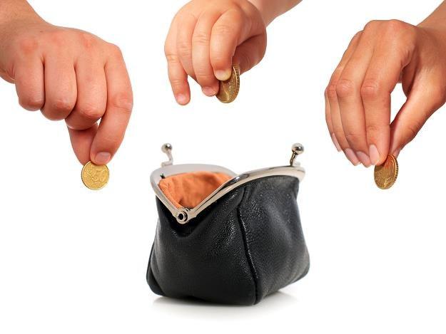 Pieniądze, które wypłacają sobie osoby żyjące w wolnych związkach, stanowią darowizny /©123RF/PICSEL