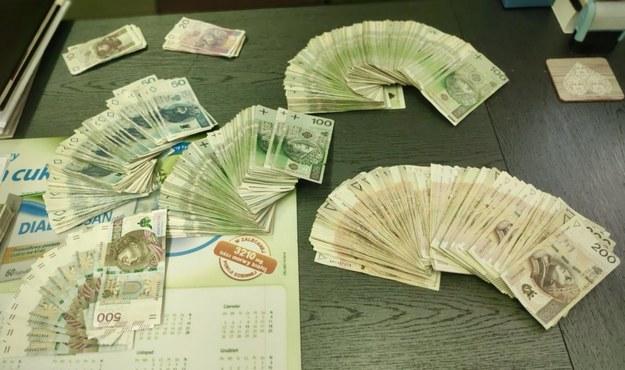 Pieniądze, które zostały znalezione przy zatrzymaniach /Policja w Pile /Policja