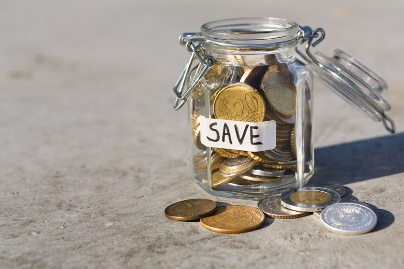 Pieniądze w bankach to głównie oszczędności Kowalskich, Blacków i Schmidtów. /123RF/PICSEL