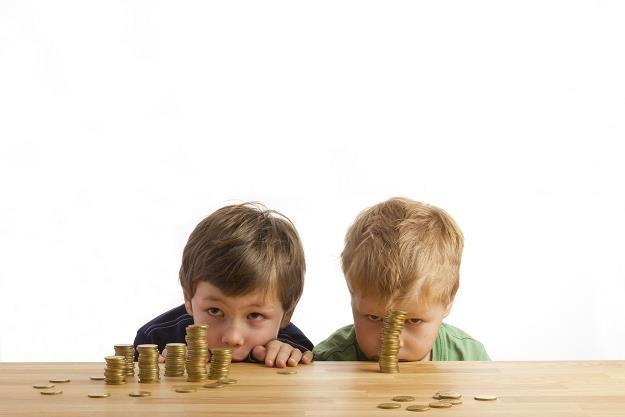 Pieniądze z programu 500 plus pomagają spłacać zaległe zobowiązania /©123RF/PICSEL
