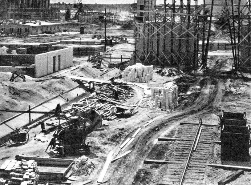 Pieniądze zabrane obywatelom miały pozwolić na budowę potęgi gospodarczej PRL. Na zdjęciu: Budowa Nowej Huty /Laski Diffusion /East News
