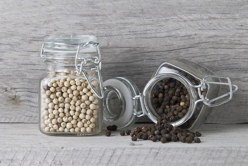 Pieprz biały ma korzystny wpływ na układ pokarmowy /123RF/PICSEL
