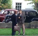 """Pierce Brosnan i Stephen Rea na planie filmu """"Evelyn"""" /"""