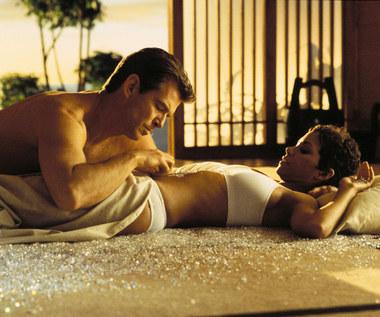 Pierce Brosnan uratował życie Halle Berry, ale tego nie pamięta