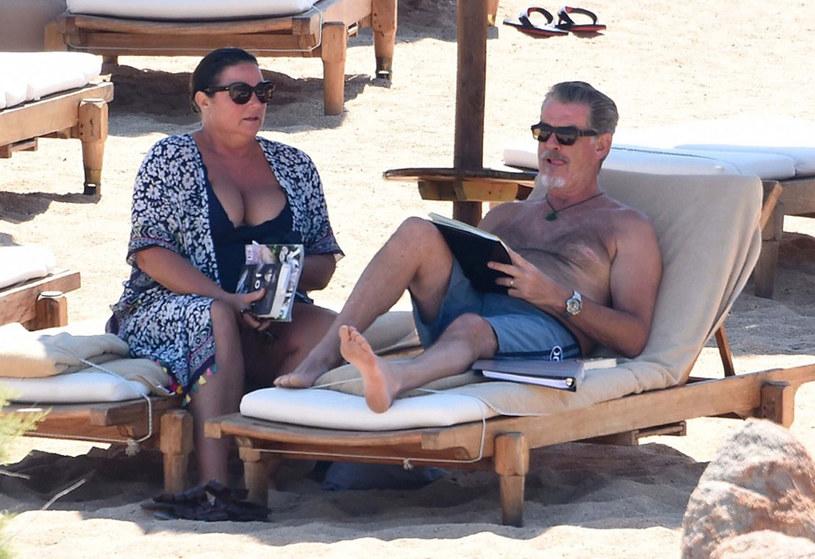 Pierce Brosnan z żoną na wakacjach /Frezza Lafata/REX/Shutterstock /East News