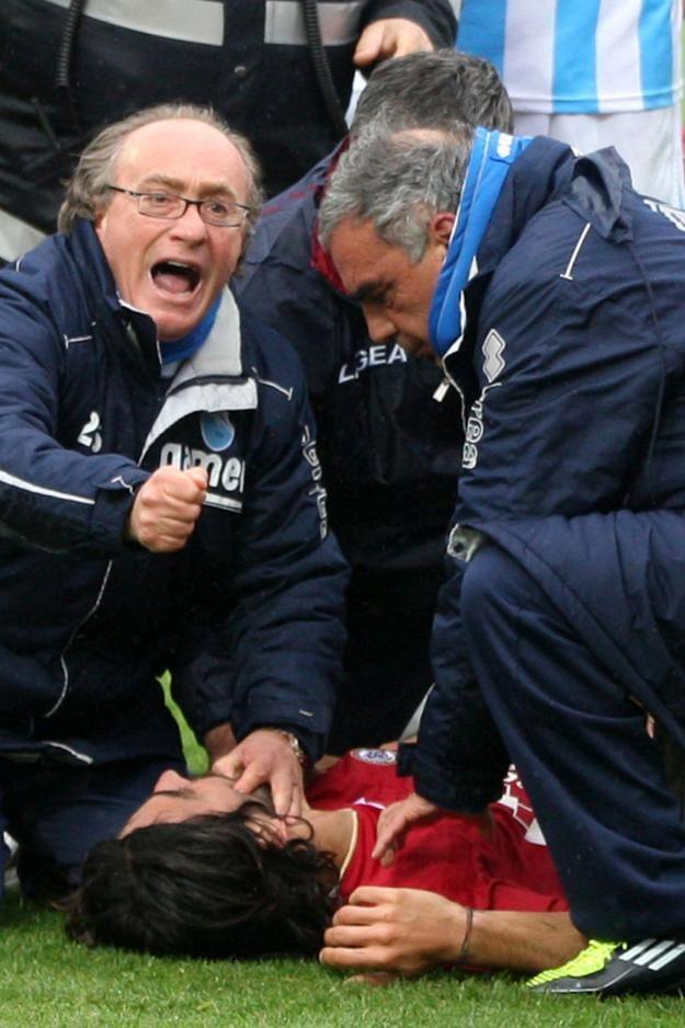 Piermario Morosini w trakcie meczu doznał ataku serca /AFP