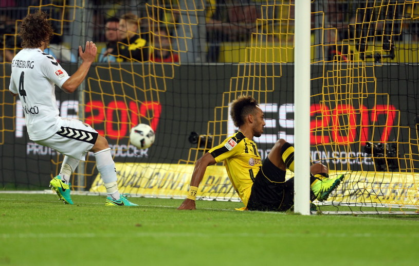 Pierre-Emerick Aubameyang strzelił piątego gola w sezonie Bundesligi /PAP/EPA