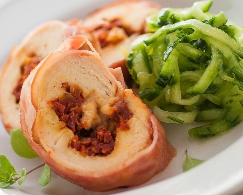 Pierś kurczaka z pomidorami /123RF/PICSEL