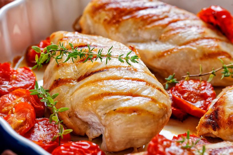 Pierś z kurczaka w pomidorach /123RF/PICSEL
