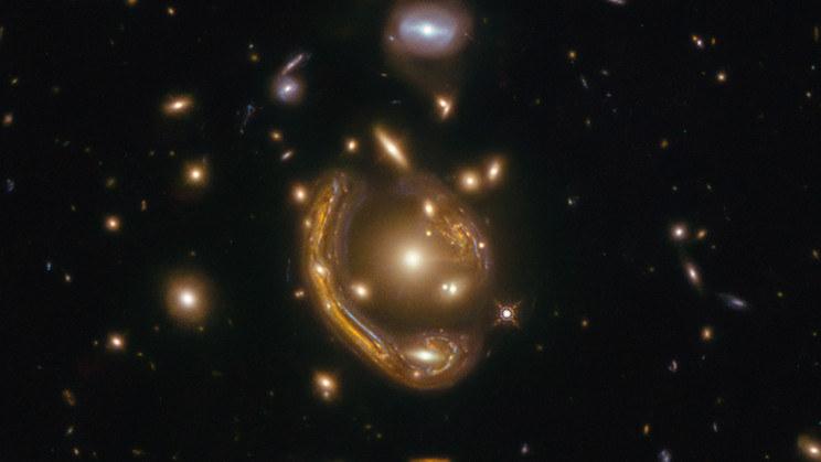 Pierścień Einsteina GAL-CLUS-022058s /NASA