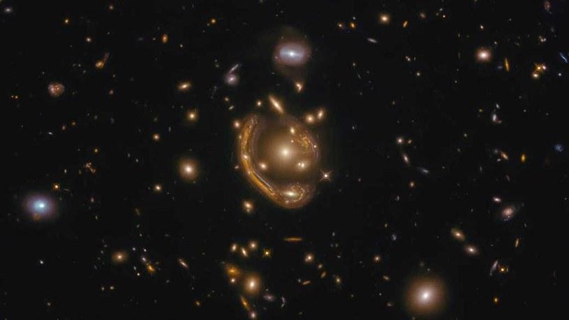 Pierścień Einsteina w GAL-CLUS-022058s /materiały prasowe