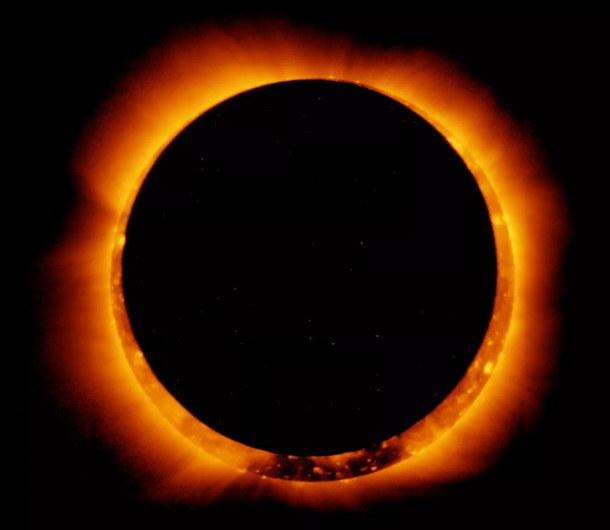 """""""Pierścień ognia"""" - pełne zaćmienie Słońca z 2011 roku /NASA"""