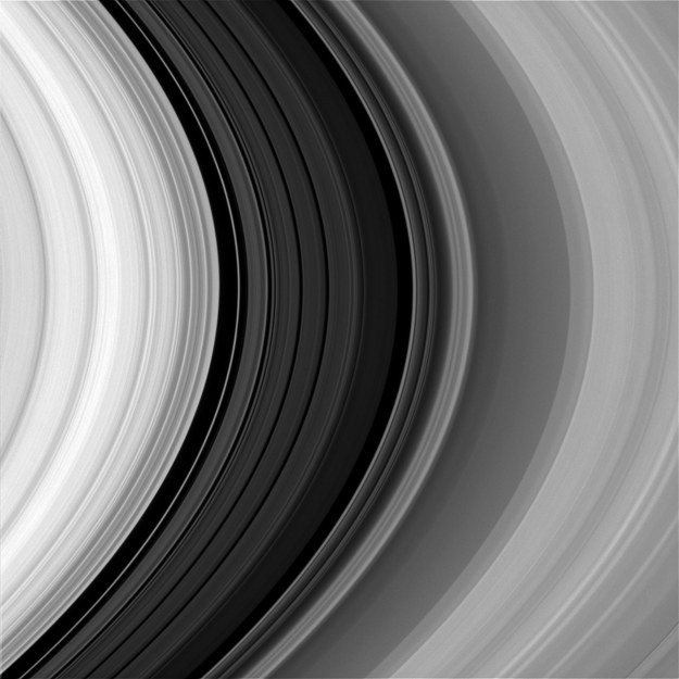 Pierścienie Saturna sfotografowane w świetle czerwonym /NASA/JPL-Caltech/Space Science Institute /materiały prasowe