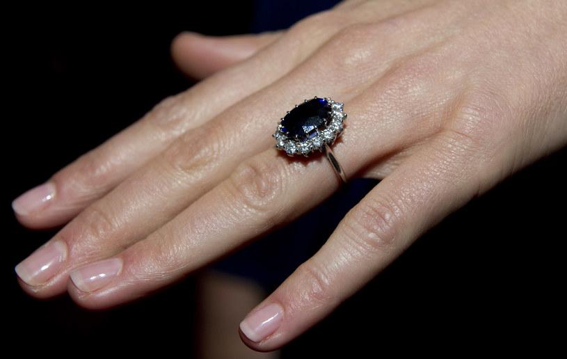 Pierścionek Diany, który nosi księżna Kate /- /Getty Images