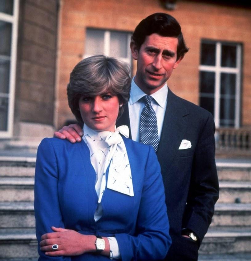 Pierścionek księżnej Diany z szafirem - znawcy rynku jubilerskiego nie mogli się nadziwić, że Diana wybrała tak skromny klejnot /East News