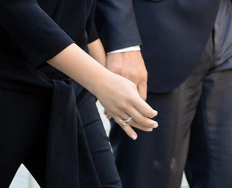 Pierścionek zaręczynowy na palcu Alicji Bachledy-Curuś /Radosław Nawrocki /Agencja FORUM