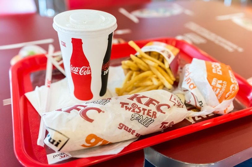 Piersi kurczaka i Grander Texas - tego w KFC lepiej unikać... /123RF/PICSEL