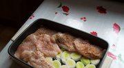 Piersi z kurczaka zapiekane na porach