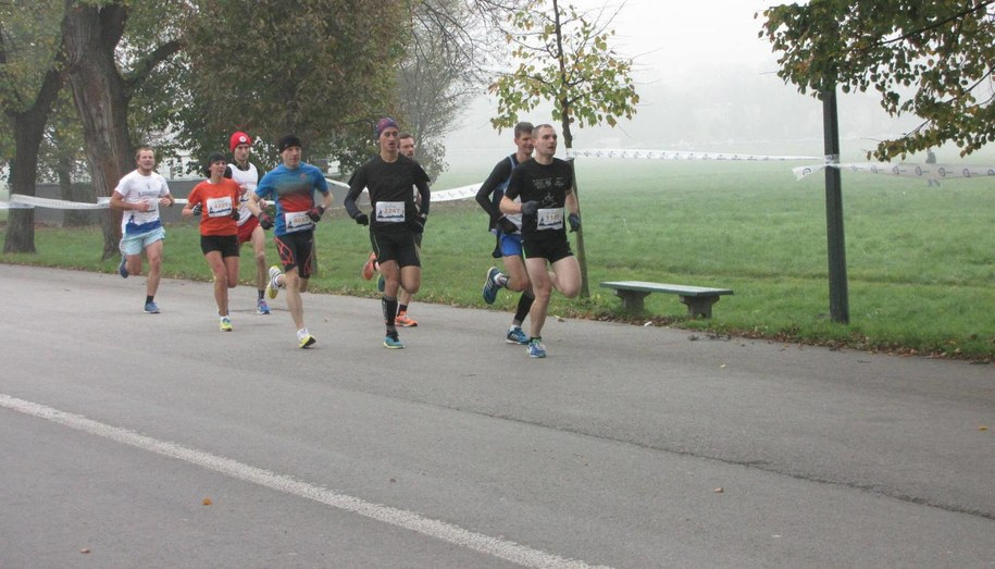 Pierwsi biegacze już przed południem dotarli do mety na Błoniach /Jacek Skóra /RMF FM