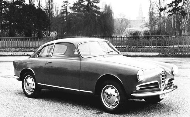 Pierwsza Alfa Romeo Giulietta to projekt firmy Bertone. Coupe o nazwie Sprint pokazano rok przed sedanem Berlina. /Alfa Romeo