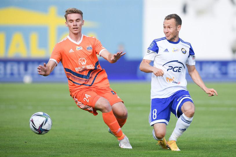 Pierwszą bramkę sezonu 2021/22 zdobył 19-letni Ernest Terpiłowski (z lewej). /Newspix