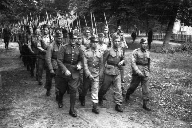 Pierwsza Dywizja Piechoty Legionów Józefa Pilsudskiego pod dowództwem gen. bryg. Wincentego Kowalskiego. Wizytuje inspektor Armii Wilno - gen. dywizji Stefan Dąb - Biernacki, zdjęcie wykonano w latach 1937-1939 /Zbyszko Siemaszko/RSW