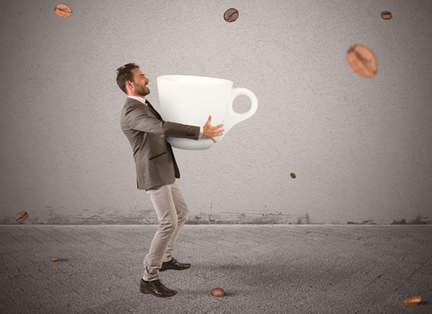 Pierwszą filiżankę kawy wypij 1,5 godziny po przebudzeniu /Picsel /123RF/PICSEL