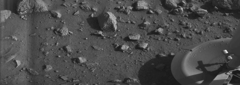 Pierwsza fotografia w historii wykonana na Marsie. Widoczny fragment sondy Viking /Wikimedia Commons /domena publiczna
