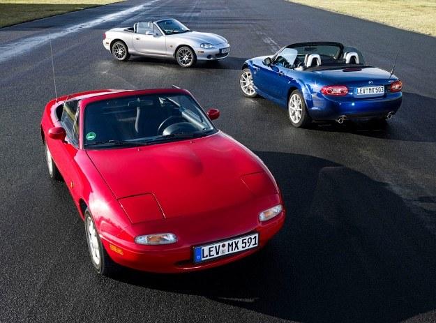 Pierwsza generacja MX-5 (oznaczenie NA), produkowana w latach 1989-1998, ma na koncie ponad 400 tys. sprzedanych egzemplarzy. Jej nadwozie zaprojektował Shunji Tanaka, odpowiedzialny za wygląd wielu... motocykli Kawasaki. Silniki: 1.6 i 1.8 o mocy 90-135 KM. /Mazda