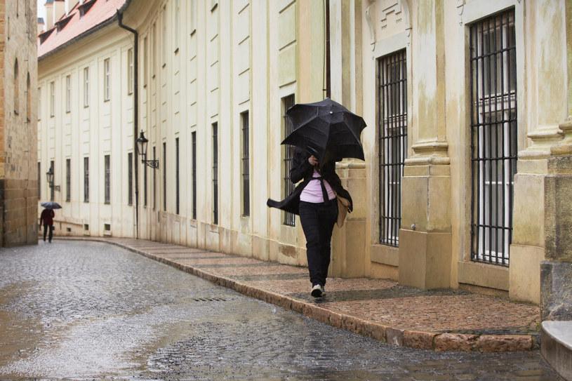 Pierwsza jesienna noc w całym kraju będzie bardzo wietrzna i z opadami deszczu /123RF/PICSEL