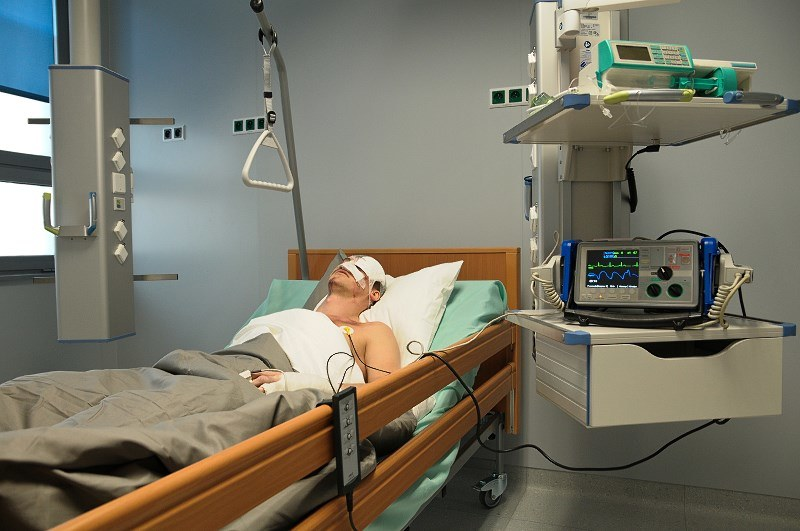 """""""Pierwsza miłość"""": Natan w szpitalu /Bogdan Bogielczyk /ATM"""