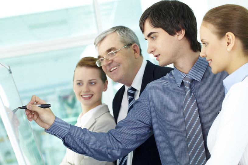 Pierwsza praca to dobry czas na planowanie przyszłości finansowej /© Glowimages