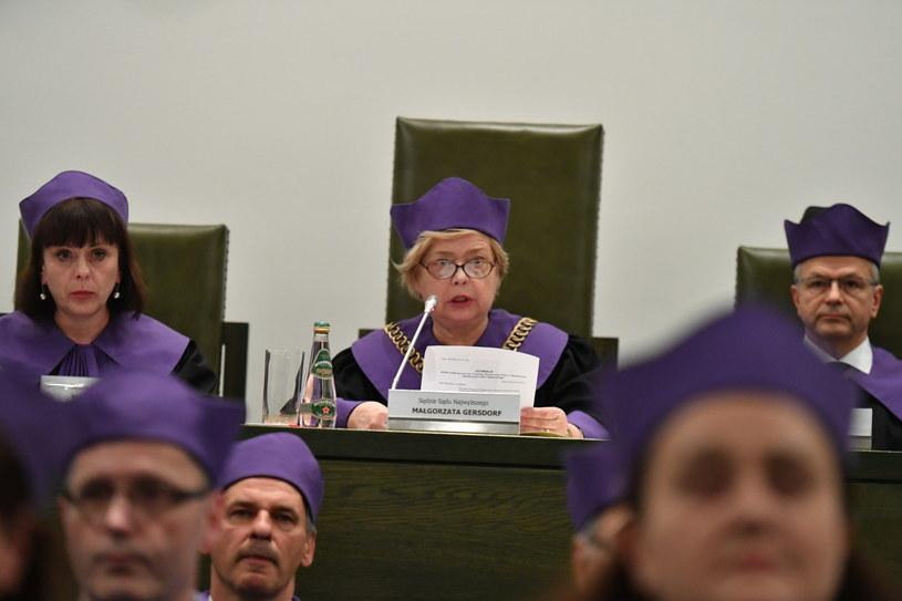 Pierwsza prezes SN Małgorzata Gersdorf (C) oraz sędziowie SN Włodzimierz Wróbel (P) i Marta Romańska (L) podczas konferencji po wspólnym posiedzeniu trzech izb Sądu Najwyższego /Piotr Nowak /PAP
